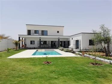 Villa a vendre avec piscine a Ngaparou