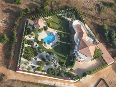 Grande villa avec piscine a vendre a la somone