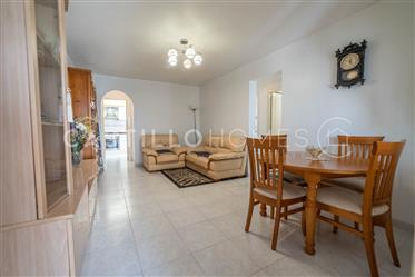 Well maintained bungalow by the popular pink salt lake
