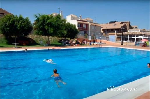 (Villas Fox Ref: 28639) Constructed floor size = 409 m2 Plot size = 153 m2 Year of constru
