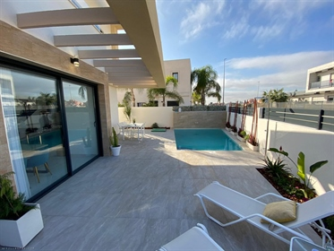 (Villas Fox Ref: 28657) Constructed floor size = 112 m2 Plot size = 239,15 m2 Year of cons