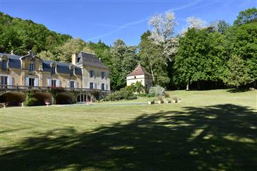 A vendre, en Dordogne, près de St Cyprien, Château du 19ème ...