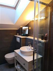 Novouređeni etažni stan na atraktivnoj lokaciji u Vodicama