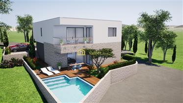 House: 242 m²