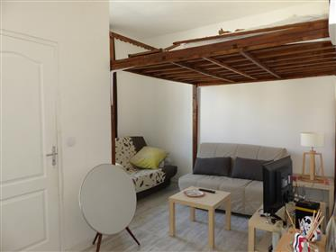 "Renovated top floor apartment near metro station and ""Vélodrome"" stadium"