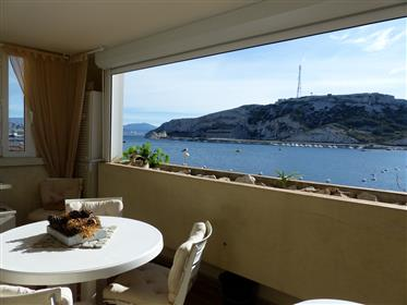 Triple exposure apartment with terrace and panoramic sea vie...