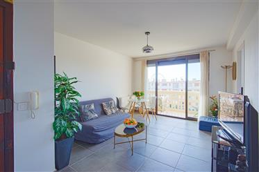 Top floor crossing apartment two balconies with open views -...
