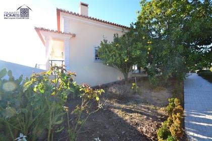 Belissima quintinha com piscina situada a 10 km da Baia de São Martinho do Porto e cerca d
