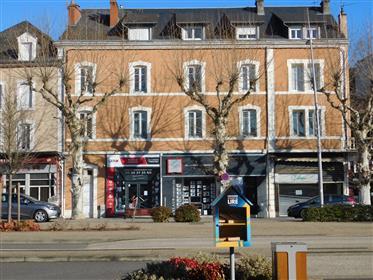 Vraiment superbe 4 pieces en plus de l'endroit idéal dans la ville, avec grande terrasse, grand g