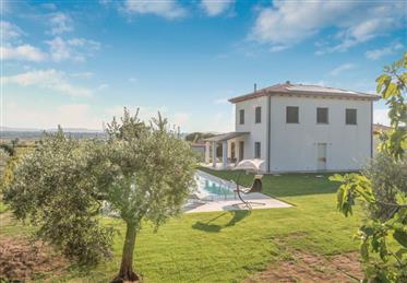 Villa moderna in vendita a Cortona, Toscana.
