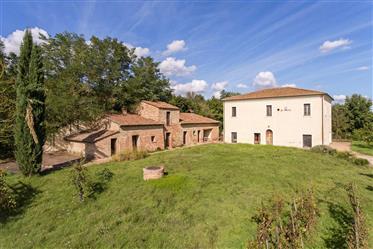 Vendesi elegante struttura ricettiva a Montepulciano, Toscan...