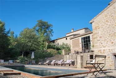 Borgo di lusso con piscina ad Anghiari, Toscana.