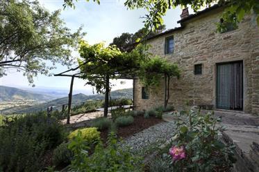 Casale ristrutturato di 260 mq con affaccio sulla Val di Chi...
