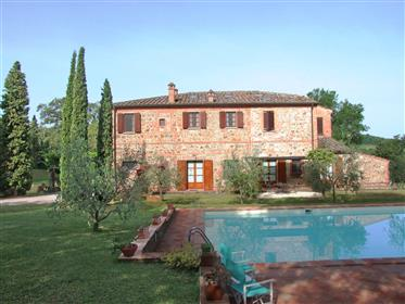 Casale in pietra con piscina vicino a Pienza e Montepulciano