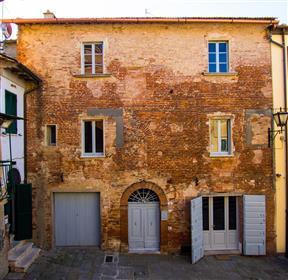 Anique Palazzo in vendita in Toscana/Montepulciano