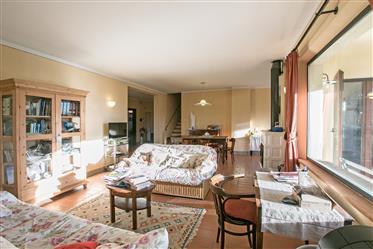 Charmante ferme de 234 mètres carrés à la frontière entre l'Ombrie et la Toscane, pour un total de
