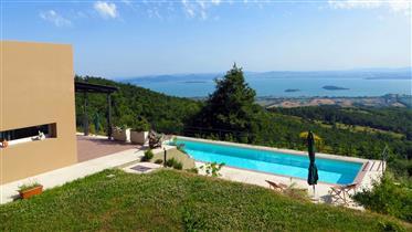 Villa con piscina e vista sul Lago Trasimeno