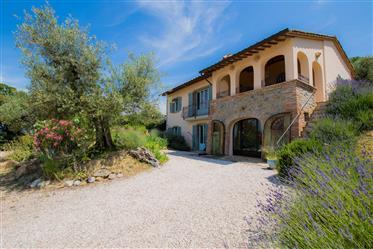 Casale in vendita con magnifica vista sul Lago Trasimeno, U...