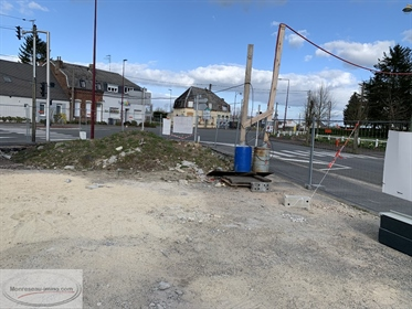 Monreseau- Exclusive !!! Lot of two commercial cells of 175 m2 and 244 m2 located on a sit
