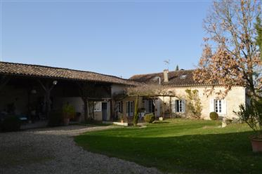 Stone property with outbuildings on 1,3 ha