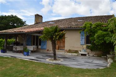Renovated cottage with a swimming pool on 2895 m2