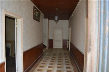 Maison ancienne à rénover avec dépendances