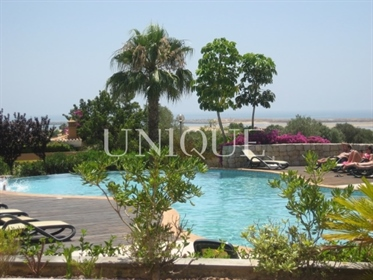 1 bedroom apartment with pool and garden close to the beach.