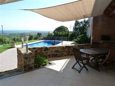 House for sale with pool and spectacular views of the Bay of Roses