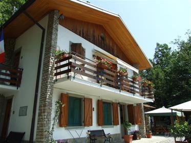 Grande occasione : villa + due appartamenti : ideale per afittacamere - investimento  . Prezzo Fanta
