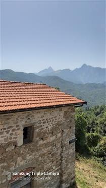 Fantastico Rustico con tetto fatto, con panorama da Sogno : Le Alpi apuane