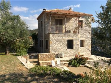 Superb detached villa in beautiful setting in Megali Mantineia - Kalamata
