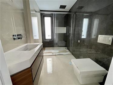Luxuosa moradia V5 com piscina Cascais