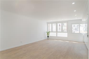 Apartamento totalmente renovado com garagem
