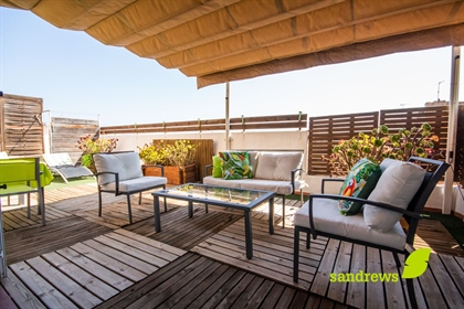 Excellent 156 m2 built penthouse located in the center of Figueres. The property consists