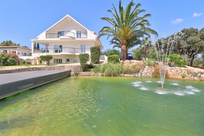 We have for sale this grand house fully renovated in Establiments. Located on a 15000m2 pl