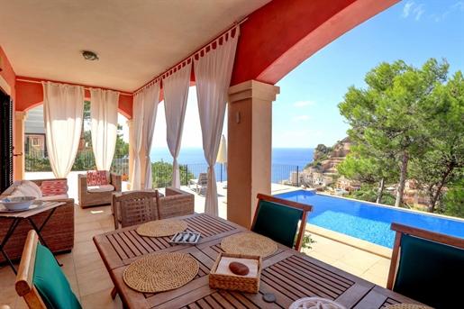 Tenemos a la venta esta preciosa casa en Cala Moragues. Ubic...