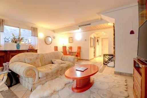 Propiedad muy cómoda adosada de 2 dormitorios y 3 baños disponible para alquiler / venta e