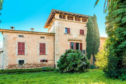 We are happy to offer this beautiful typical Majorcan manor house from the end of the 18th
