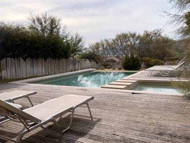 Квартира с частным бассейном и садом в Трое