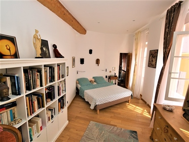 Must see! Character triplex apartment in the heart of the historic center of Perpignan. Te