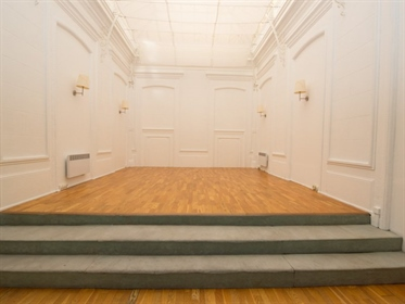 Bourgeois style apartment