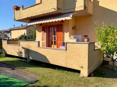 Villa singola di 210 m2 a Massa