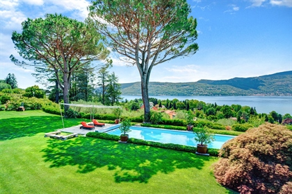 Splendid Villa With Swimming Pool And Park Overlooking Lake Maggiore
