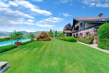Splendid Villa With Swimming Pool And Park Overlooking Lake ...
