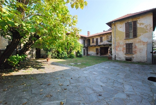 Historische Villa zum Verkauf in Golasecca