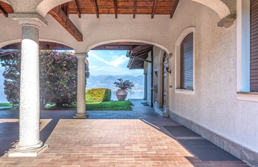 Panoramic view villa for sale in Stresa