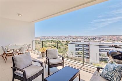 Apartamento Moderno No Piso Superior Com Dois Quartos