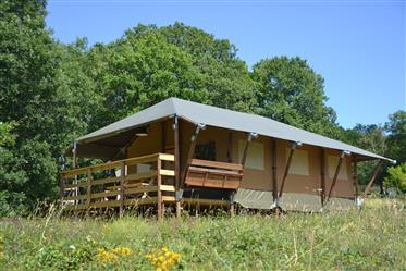 Soberba glamping local no Dordogne composto por 5 tendas de ...