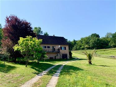Soberba glamping local no Dordogne composto por 5 tendas de safári em terra de 15 hectares com pist