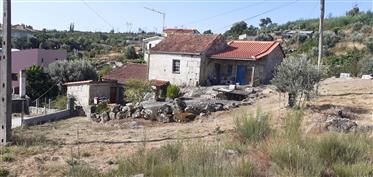 Casa da aldeia com pomar